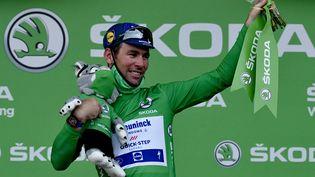 Mark Cavendish, sur le podium à Valence, à l'issue de la 10e étape du Tour de France 2021, mardi 6 juillet. (PHILIPPE LOPEZ / AFP)