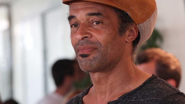 Yannick Noah lors d'une vente aux enchères pour les Vendanges du Cœur (une opération caritative), à Ouveillan (Aude), le 6 juillet 2012. (ALAIN ROBERT / APERCU / SIPA)
