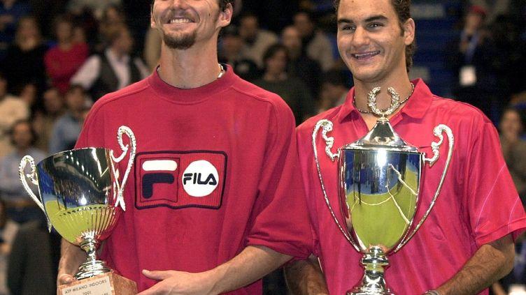 Le 4 février 2001, Roger Federer (à droite) remportait son premier titre ATP contre Julien Boutter (à gauche). (KARL MATHIS / KEYSTONE)