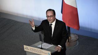 Lors de sa visite à Florange, en Moselle, lundi 17 octobre, François Hollande a inauguré le centre de recherche publique sur la sidérurgie MetaFensch. (FREDERIC FLORIN / AFP)