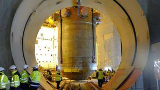 La cuve de l'EPR de Flamanville introduite dans le réacteur, le 24 janvier 2014, à Flamanville (Manche). (  MAXPPP)