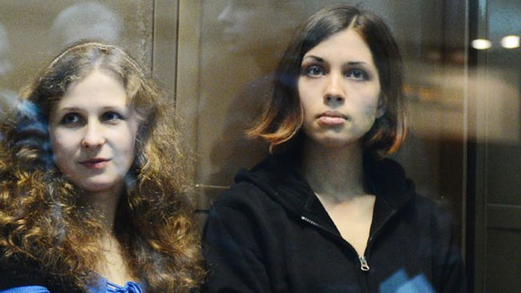 Maria Alekhina etNadejda Tolokonnikova des Pussy Riot, le 10 octobre 2012.  (Natalia Kolesnikova / AFP)