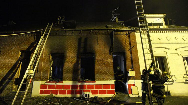Une mère et deux de ses enfants sont morts dans l'incendie de leur maison à Caudry (Nord), près de Valenciennes, le 12 septembre 2012 au soir. (DENIS CHARLET / AFP)