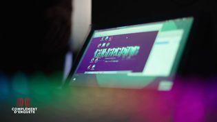 """Traquer les cybercriminels est son passe-temps : """"Complément d'enquête"""" a approché un justicier de l'ombre (COMPLÉMENT D'ENQUÊTE/FRANCE 2)"""