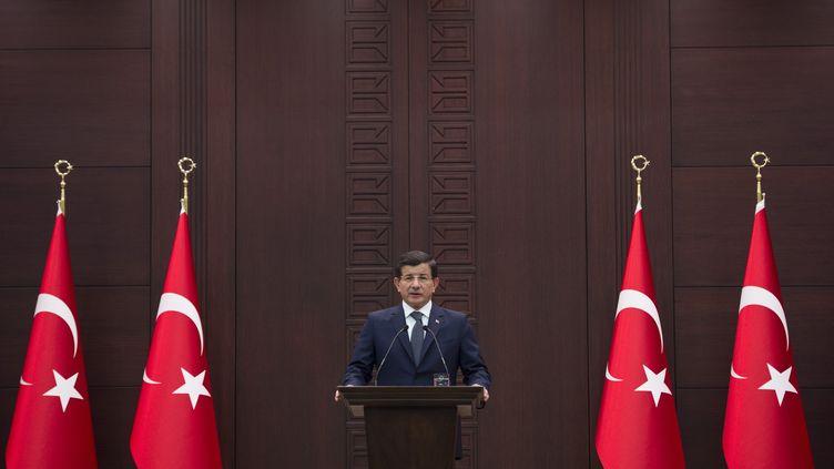 Le Premier ministre, Ahmet Davutoglu, le 10 octobre 2015 à Ankara (Turquie). (MURAT KULA / ANADOLU AGENCY / AFP)