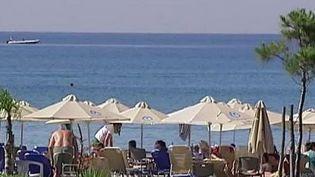 Une plage en Grèce. (CAPTURE D'ÉCRAN FRANCE 2)