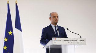 Le ministre de l'Education nationale Jean-Michel Blanquer lors d'une conférence de presse à Matignon le 29 octobre 2020. (IAN LANGSDON / POOL)