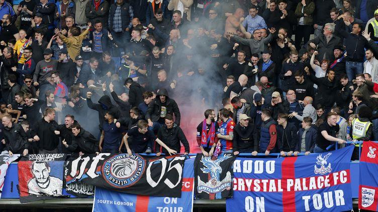 Les supporters duCrystal Palace lors d'un match contre Chelsea, à Londres, le 1er avril 2017. (IAN KINGTON / AFP)