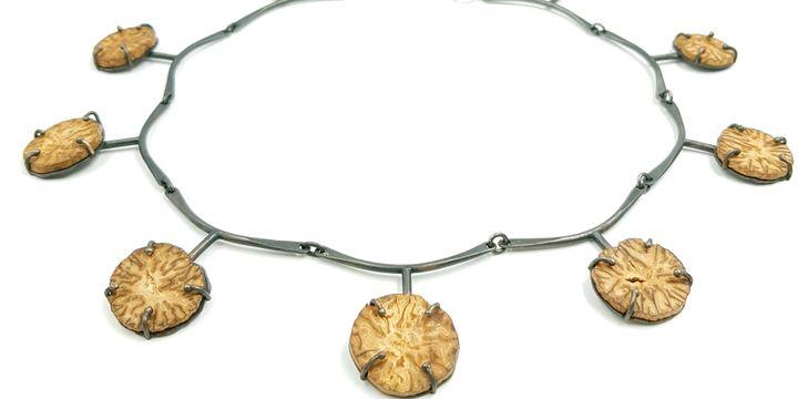 Patricia Lemaire : Précieuses épices, collier argent en noix de muscade, 2013  (Patricia Lemaire )