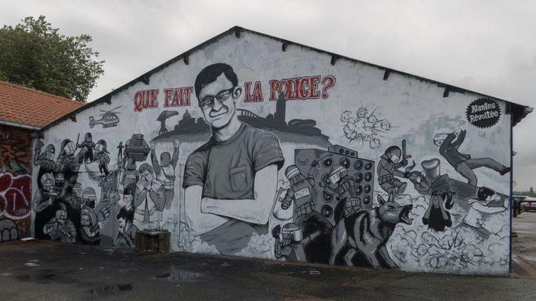 Une fresque rendant hommage à Steve Maia Caniço à Nantes (Loire-Atlantique), le 30 juillet 2019. (ESTELLE RUIZ / NURPHOTO / AFP)