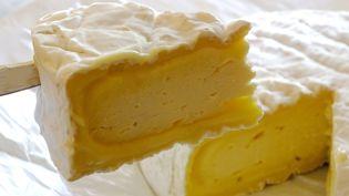 Une portion de camembert... Notre fromage à pâte molle chanté et rechanté, mais détrôné par la mozza. (Illustration) (GERARD HOUIN / MAXPPP)