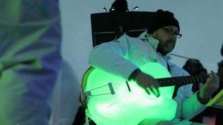 Dans les Alpes italiennes, des concerts de musique sont organisés dans un igloo avec des instruments étonnants. (France 2)