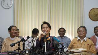 La présidente de la Ligue nationale pour la Démocratie, Aung San Suu Kyi, le 11 juillet 2015 à Naypyidaw (Birmanie). (YE AUNG THU / AFP)