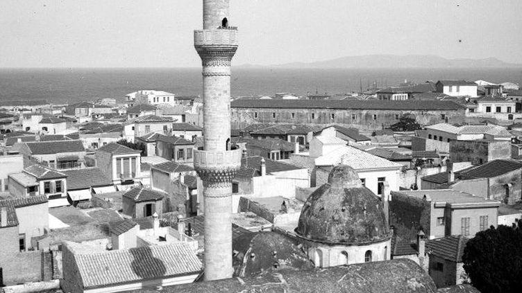 Mosquée en Crète en 1909. Il ne reste plus de mosquées en fonctionnement en Grèce, à part en Thrace occidentale. (Leemage)