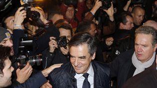 François Fillon, arrivé en tête du premier tour de la primaire à droite arrive à son siège de campagne à Paris dimanche 20 novembre. (GONZALO FUENTES / AFP)