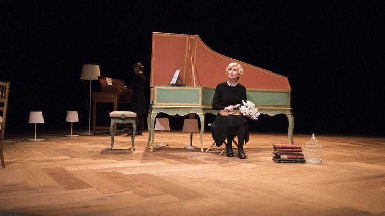 Sur scène, musiciens et comédiennesretracent la vie d'Anna Magdalena Bach. (Polo Garat)