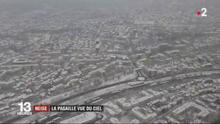 France 2 a filmé Paris sous la neige depuis un hélicoptère, le 7 février 2018. (FRANCE 2)