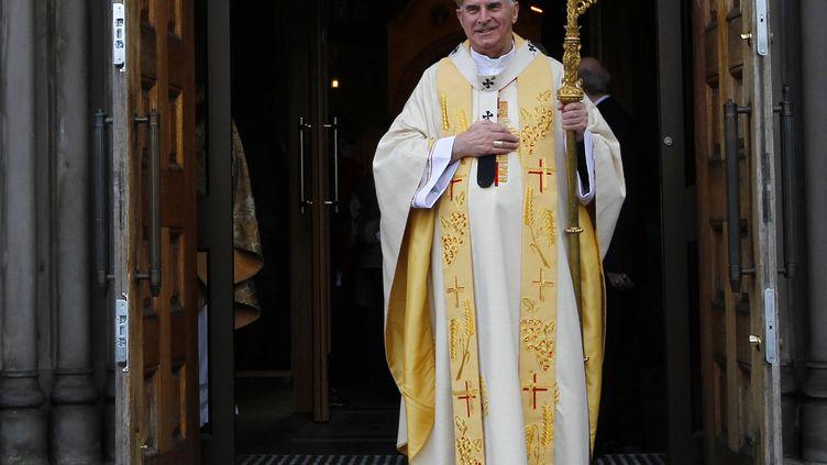 Le cardinal Keith O'Brien, leader de l'Eglise catholique d'Ecosse, à la sortie de l'office pascal le 4 avril 2010 à la cathédrale Sainte Marie d'Edimbourg (Royaume-Uni). (DAVID MOIR / REUTERS)