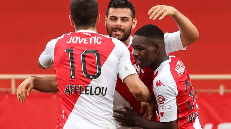 Les Monégasques célèbrent le but de Kevin Volland, samedi 3 avril contre Metz. (VALERY HACHE / AFP)