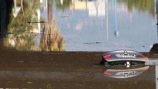 Des voitures sous l'eau à Mandelieu-la-Napoule (Alpes-Maritimes), le 4 octobre 2015. (  MAXPPP)