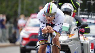 Filippo Ganna (Ineos-Grenadiers) a remporté la 1ere étape du Tour d'Italie 2021 samedi 8 mai. (LUCA BETTINI / AFP)