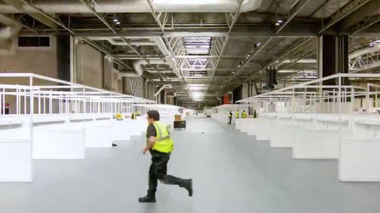 """Le chantier d'aménagement de l'hôpital de campagne """"Nightingale"""" au sein du palais des congrès de Birmingham, en Angleterre, le 8 avril 2020. (NHS NIGHTINGALE HOSPITAL BIRMINGHAM)"""