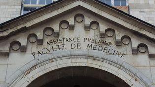 La façade de l'université de médecine et de pharmacie de Paris. (LOIC VENANCE / AFP)