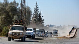 Un convoi des Forces démocratiques syriennes (FDS) entre dans le nord de Raqqa, le 18 octobre. (YOUSSEF RABIH YOUSSEF / EPA)