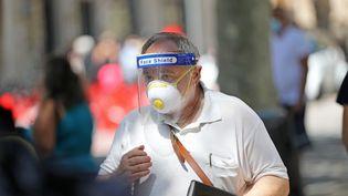 Un homme sur les ramblas de Barcelone (Espagne), le 3 août 2020. (JOAN VALLS/URBANANDSPORT / NURPHOTO / AFP)