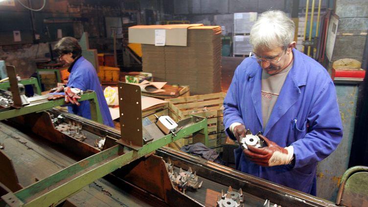 Des salariés de l'entreprise Ardennes Forge à Charleville-Mézières (Ardennes) le 5 janvier 2007. (MAXPPP)