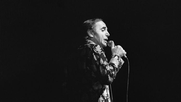 Charles Aznavour en concert à l'Olympia, à Paris, le 16 novembre 1972. (AFP)