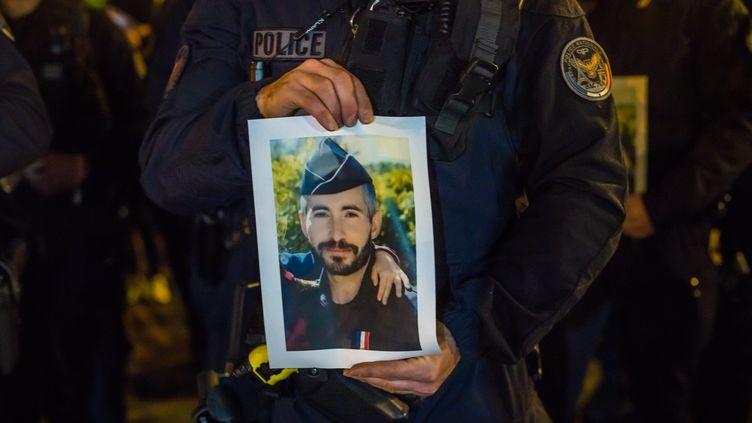 Rassemblement en hommage à Éric Masson, le policier tué à Avignon le 5 mai 2021. (CHRISTOPHE PETIT TESSON / MAXPPP)