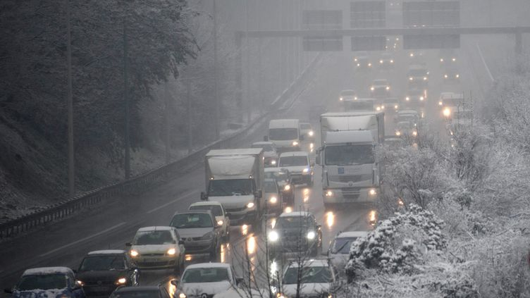 Au moins 12 cm de neige sont tombés depuis mardi soir sur Paris, et jusqu'à 20 cm localement en Île-de-France, selon les relevés communiqués par Météo France, mercredi 7 février 2018. (Photo d'illustration) (MAXPPP)