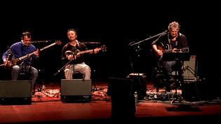 Rodolphe Burger et deux des trois musiciens ouzbeks  (France 3 / Culturebox)