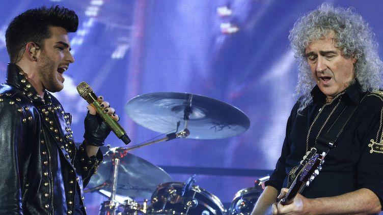 Adam Lambert, successeur de Freddie Mercury et Brian May, le 26 janvier 2015 au Zénith de Paris  (THOMAS SAMSON / AFP)