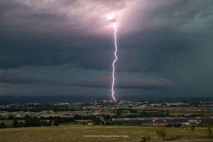 Un orage dans la Loire au mois de juillet 2018. (Yannick Devesvre Photographe Chasseur d'orages)
