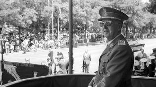 Francisco Franco , chef de l'Etat espagnol assiste à un défilé militaire à Madrid, le 31 mai 1970. (EFE)