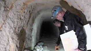 Un tunnel abandonné datant de la Première Guerre mondialea été décelé à Moulin-sous-Touvent (Oise), il y a quelques semaines. Une découverte qui fait le bonheur des passionnés à l'origine de cette trouvaille. Reportage. (CAPTURE ECRAN FRANCE 2)