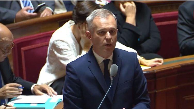 """François de Rugy défend la fiscalité écologiquemême si """"c'est difficile de mener cette action"""" (Public sénat)"""