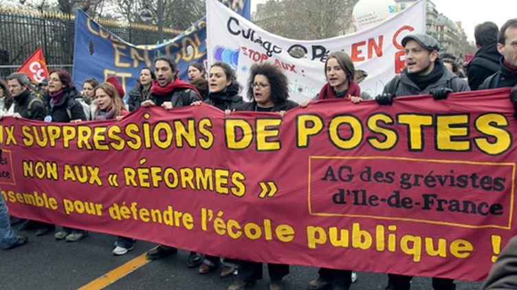 Des enseignants et des lycéens d'Ile-de-France manifestent le 18 février 2010 à Paris. (AFP/JACQUES DEMARTHON)