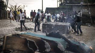 Des manifestants à Libreville, le 1er septembre 2016. (MARCO LONGARI / AFP)
