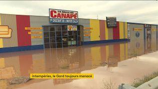 Un commerce inondé dans le Gard (FRANCEINFO)