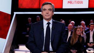 """François Fillon sur le plateau de """"L'Emission politique"""" à Paris, le 23 mars 2016. (THOMAS SAMSON / AFP)"""