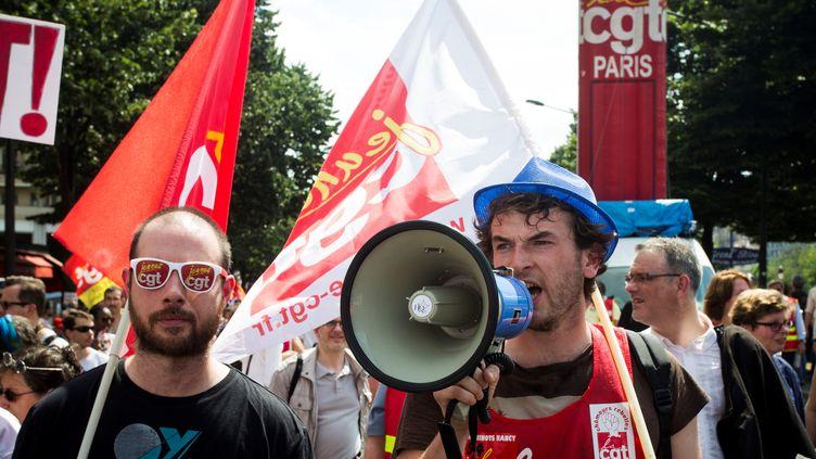 Des manifestants à Paris, le 23 juin 2016. (GEOFFROY VAN DER HASSELT / ANADOLU AGENCY / AFP)