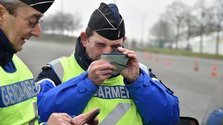 Contrôle de gendarmerie dans le nord de la France, le 26 janvier 2016. (MAXPPP)