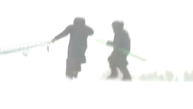 Capture d'écran le 24 décembre 2013, rafales de vent surlastation de ski deLa Pierre Saint Martin (Pyrénées-Atlantiques) ( FRANCE 2 / FRANCETV INFO)