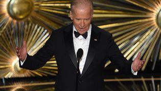 Joe Biden s'exprime à la cérémonie des Oscars en 2016.Le candidat démocrate à la présidentielle américaine2020 a noué de solides contacts à Hollywood lorsqu'il était sénateur puis vice-président d'Obama. (MARK RALSTON / AFP)