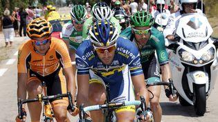 Les 198 coureurs du peloton se sont élancés le 29 juin 2013 sous un ciel bleu azur pour la première étape du 100e Tour de France, entre Porto-Vecchio et Bastia (Corse). (JOEL SAGET / AFP)