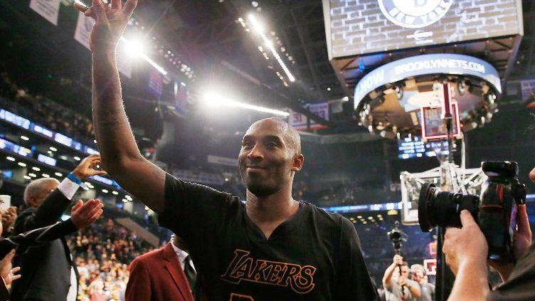 La satisfaction de Kobe Bryant (MIKE STOBE / GETTY IMAGES NORTH AMERICA)