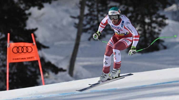 Le doublé pour Vincent Kriechmayr sacré sur la descente des Mondiaux de Cortina d'Ampezzo, trois jours après son titre en super-G. (FABRICE COFFRINI / AFP)